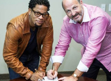 dl-hughley-david-kantor-signing-contract